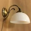 Vägglampa jugend med skålformad opalvit klockskärm
