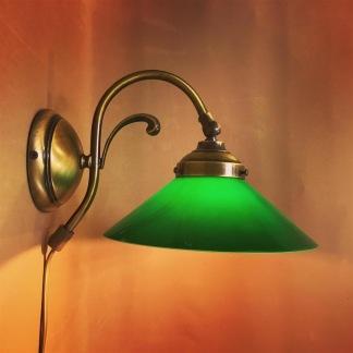 Vägglampa jugend med stor mörkgrön skomakarskärm - Vägglampa jugend med stor grön skomakarskärm