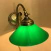 Vägglampa jugend med stor mörkgrön skomakarskärm