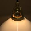 Opalvit 20 cm skomakarskärm med mässing/svart tygsladdsupphäng