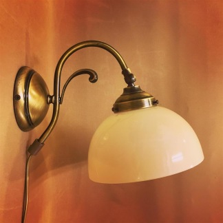Vägglampa jugend med skålformad vaniljtonad klockskärm - Vägglampa jugend med skålformad vaniljtonad klockskärm