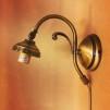 Vägglampa jugend med skålformad vaniljtonad klockskärm
