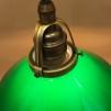Mörkgrön 20 cm skomakarskärm med antikt/brunt tygsladdsupphäng