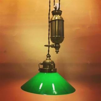 Hisslampa i antiklackerad mässing med 20 cm mörkgrön skomakarskärm - Hisslampa i antiklackerad mässing med 20 cm mörkgrön skomakarskärm