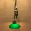 Hisslampa i antiklackerad mässing med 20 cm mörkgrön skomakarskärm