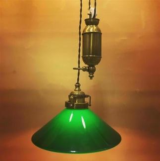 Hisslampa i antiklackerad mässing med 25 cm mörkgrön skomakarskärm - Hisslampa i antiklackerad mässing med 25 cm mörkgrön skomakarskärm