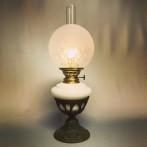 Fotogenlampa på järnfot med kupa (äldre)