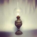 Fotogenlampa urnmodell med kupa (äldre)