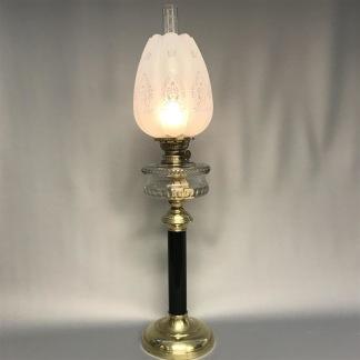 Antik fotogenlampa på svart piedestalfot 14''' (äldre) - Antik fotogenlampa 14''' med slipat oljehus och svart piedestalfot