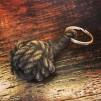 Nyckelring stor apnäve tjärat snöre