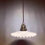 Fransk veckad lampa med tygsladd (äldre)