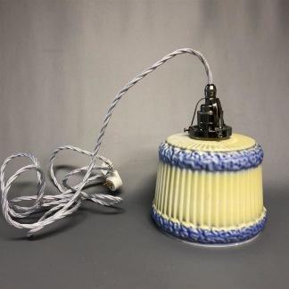 Vintagelampa med tygsladd (äldre) - Äldre lampskärm + tygsladd vit med klofäste