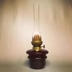 Fotogenlampa 14''' med vinrött oljehus (äldre)