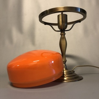 Strindbergslampa klassisk 200 mm orange - Strindbergslampa KLASSISK i antikoxiderad mässing + orange 200mm skärm