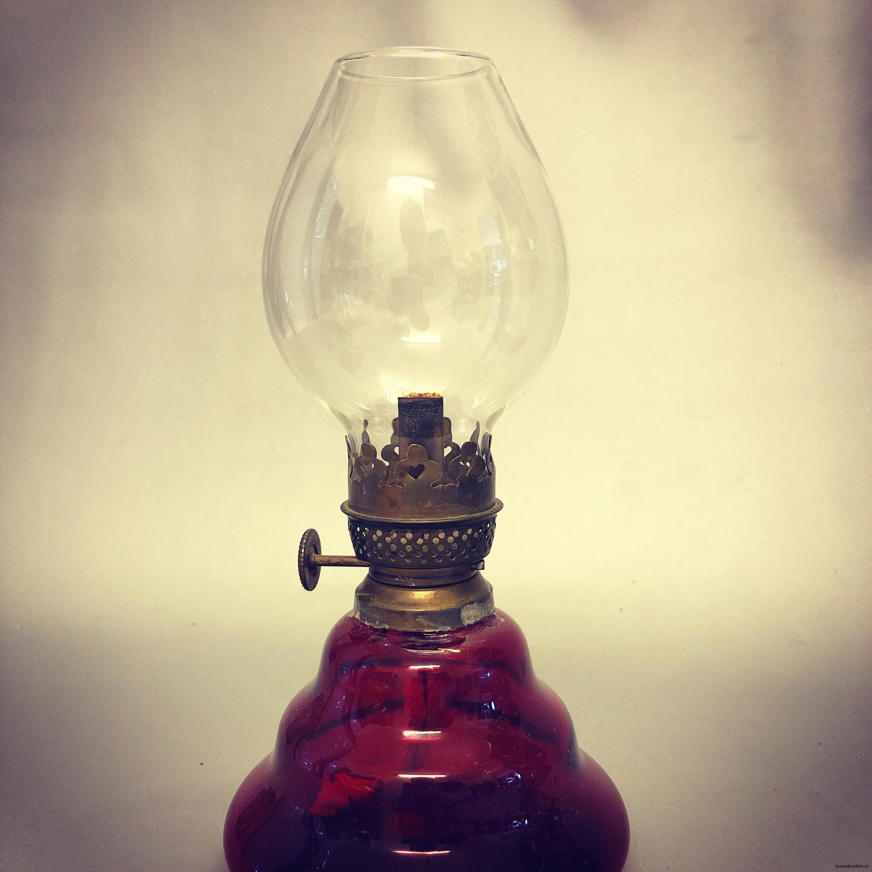 liten 3''' fotogenlampa med runt brännarglas