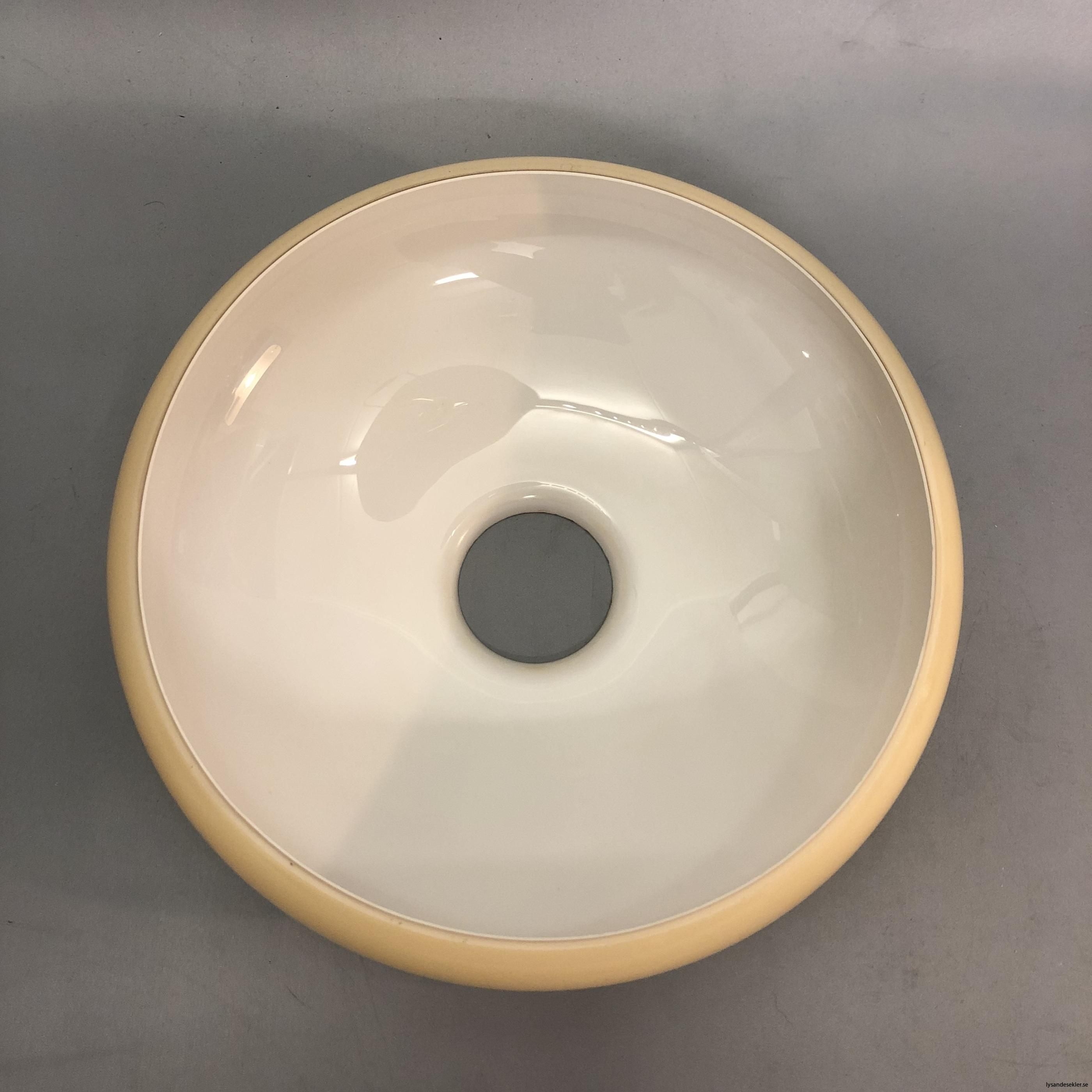 flat lampskärm med hål tallriksmodell för bl.a takarmaturer5