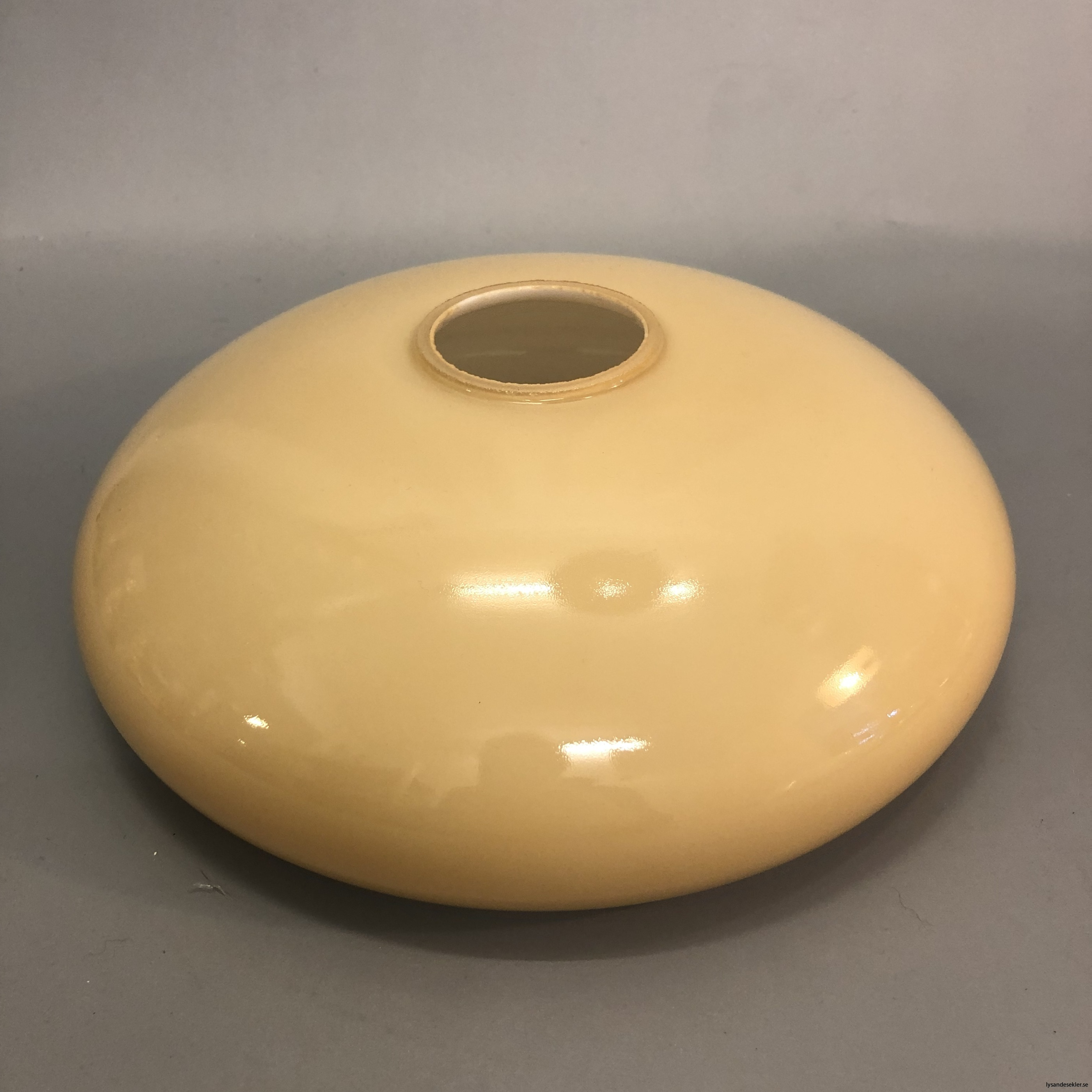 flat lampskärm med hål tallriksmodell för bl.a takarmaturer1