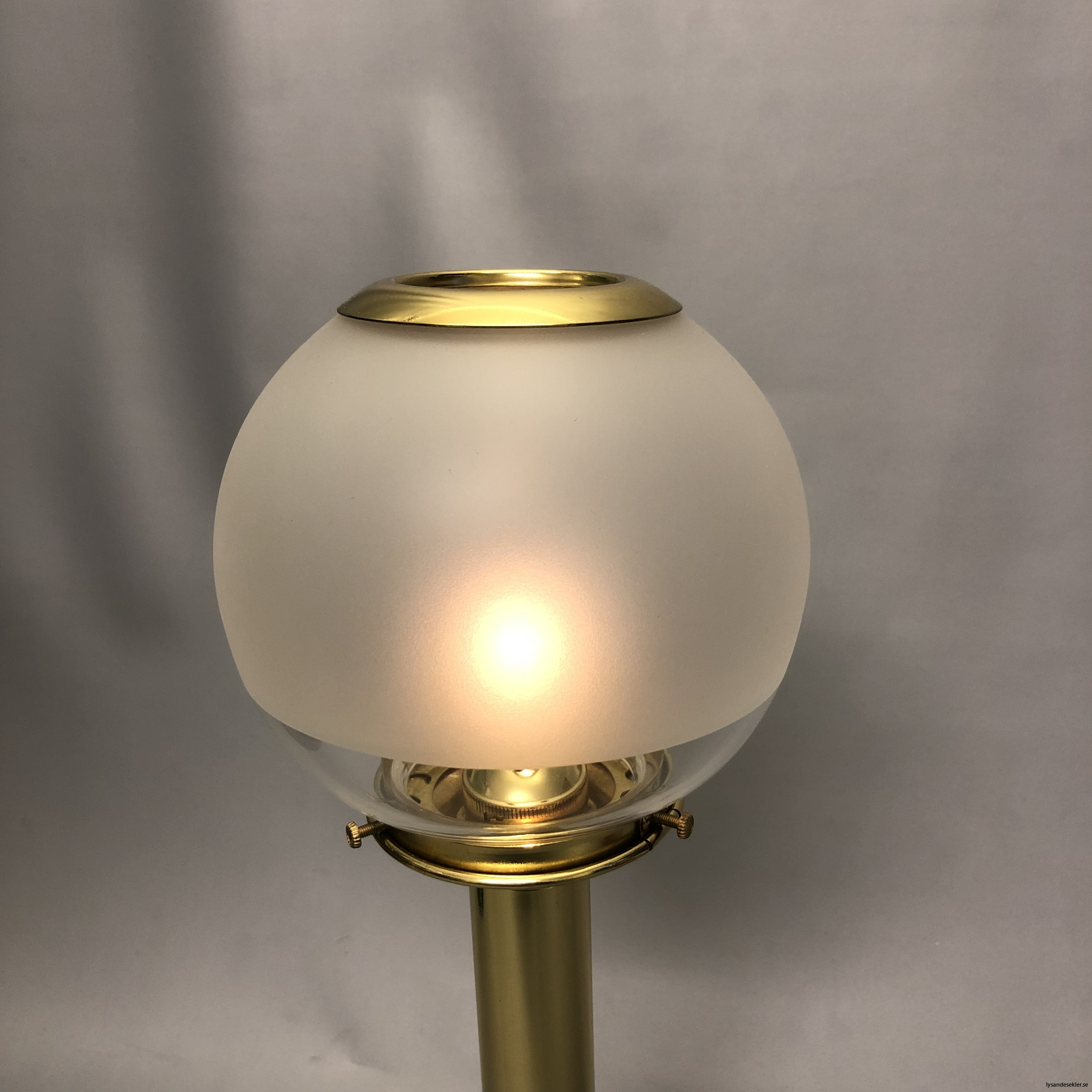135 mm klotkupa med mässinstopp halvfrostad fotogenlampskupa1