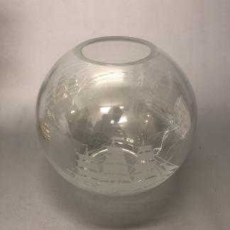 65 mm - Kupa 135 mm dansk klot transparent med skepp (Kupa till fotogenlampa) - Kupa liten 10'''(65 mm) glasklar med fullriggare