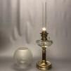 Mindre fotogenlampa 10''' på träfot (äldre) - Antik fotogenlampa 10''' med klotkupa