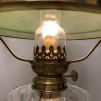 Fotogenlampa på träfot med 14''' med ärtgrön skärm (äldre)