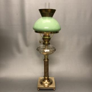 Klassisk fotogenlampa 10''' med kragskärm i celadon (äldre) - Antik fotogenlampa 10''' på mässingsfot med kragskärm