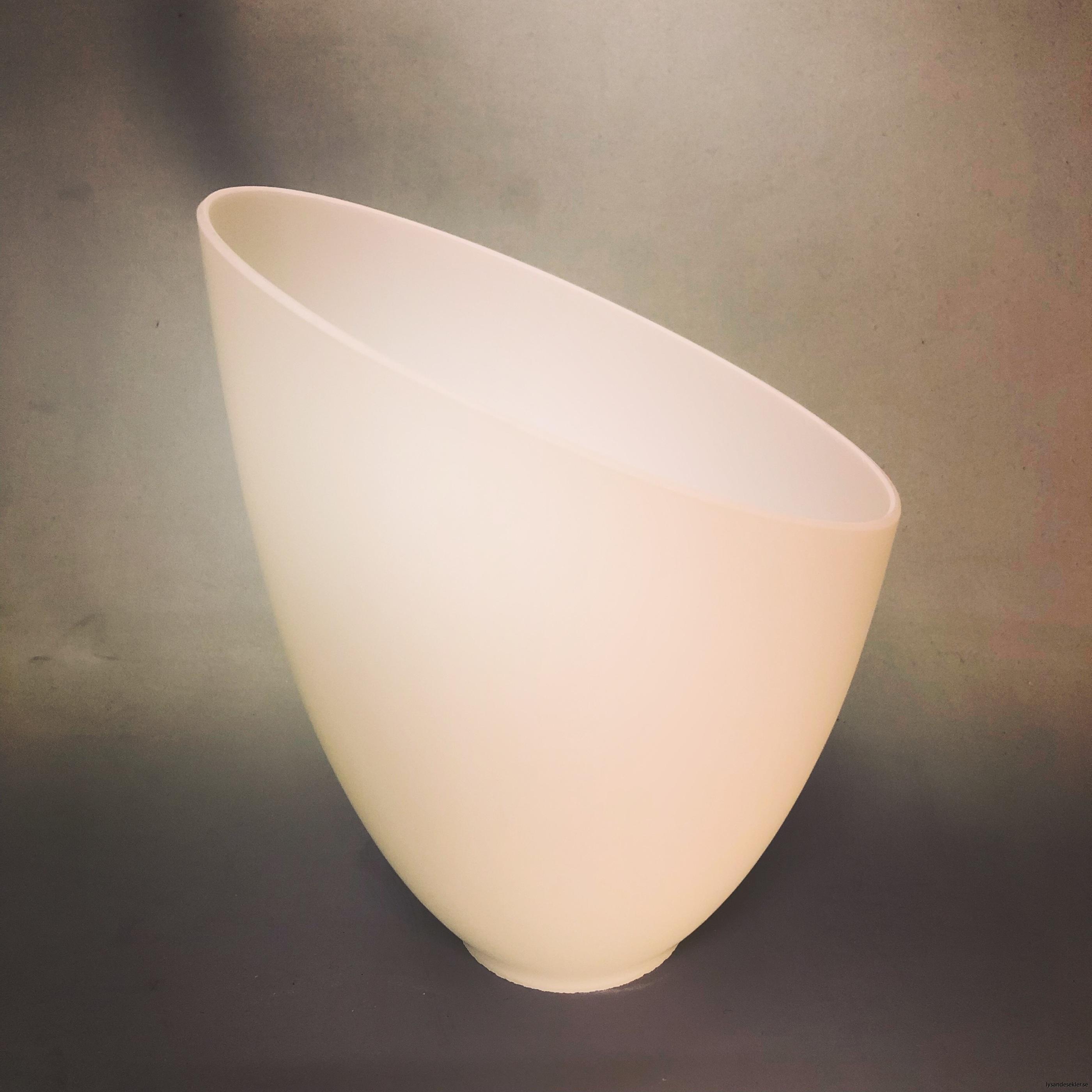 snedskuren lampskärm med hål i matt glas1