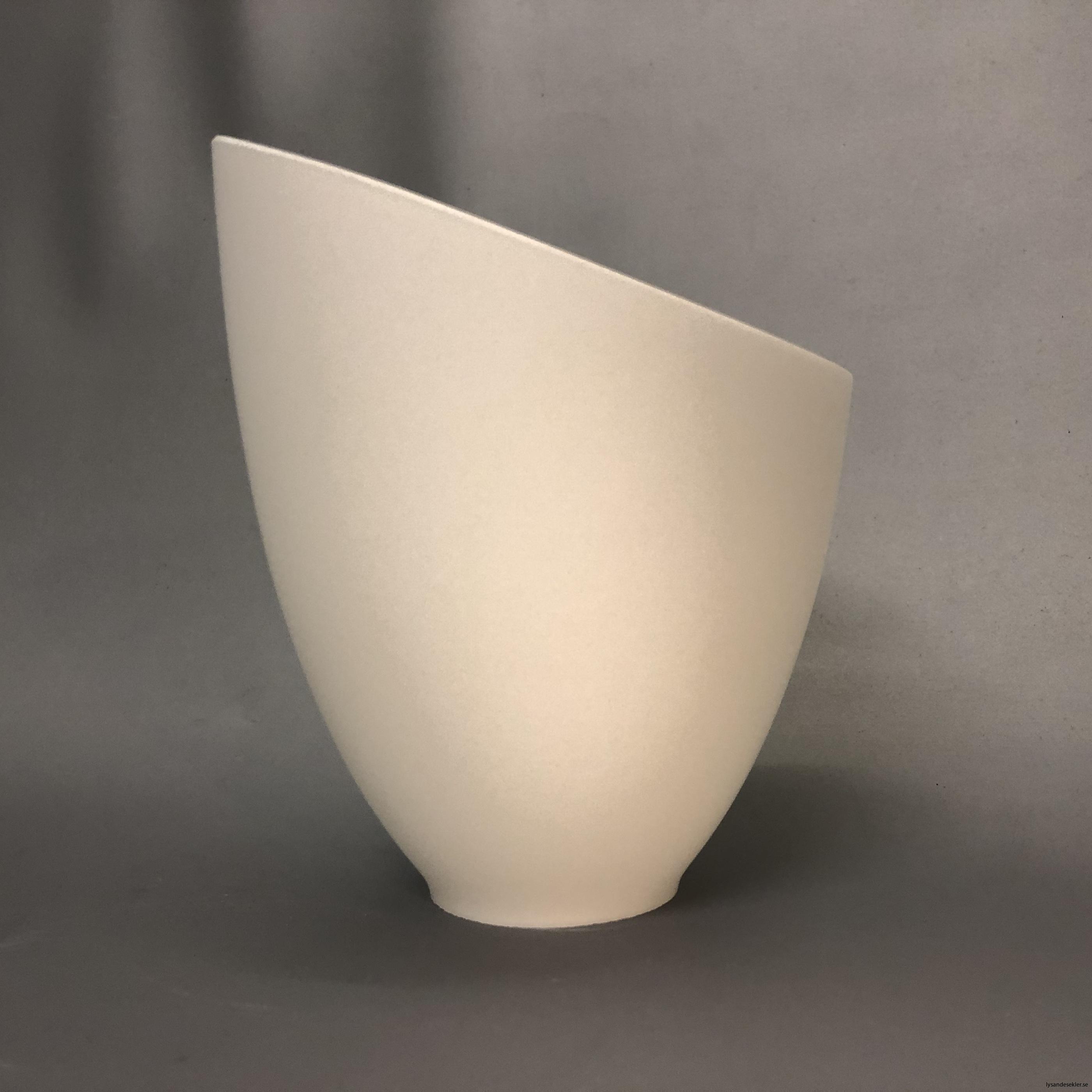 snedskuren lampskärm med hål i matt glas2
