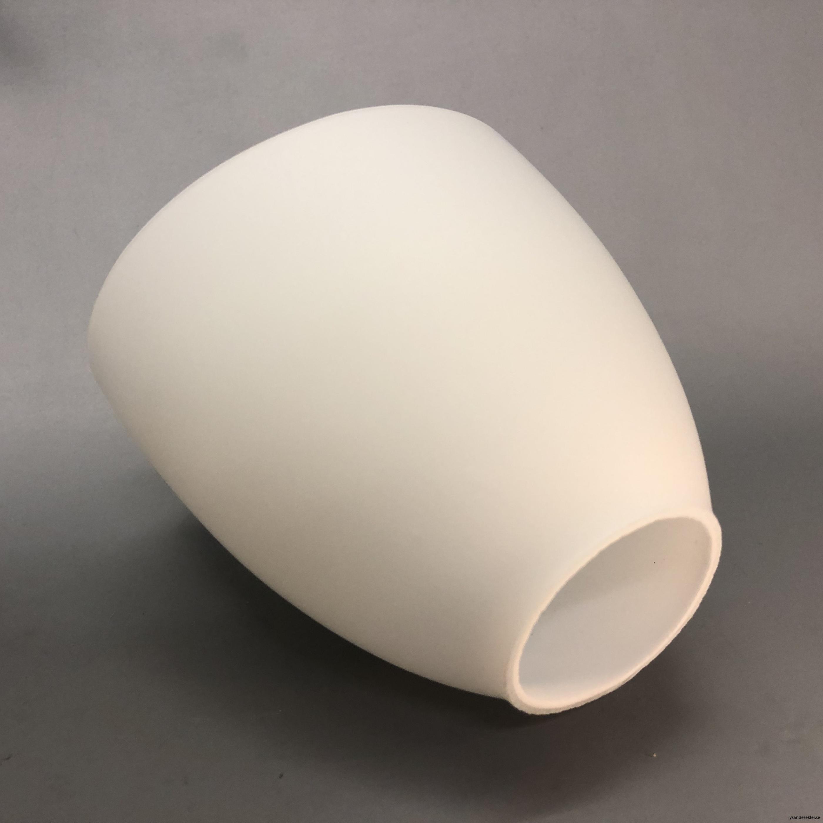 snedskuren lampskärm med hål i matt glas7