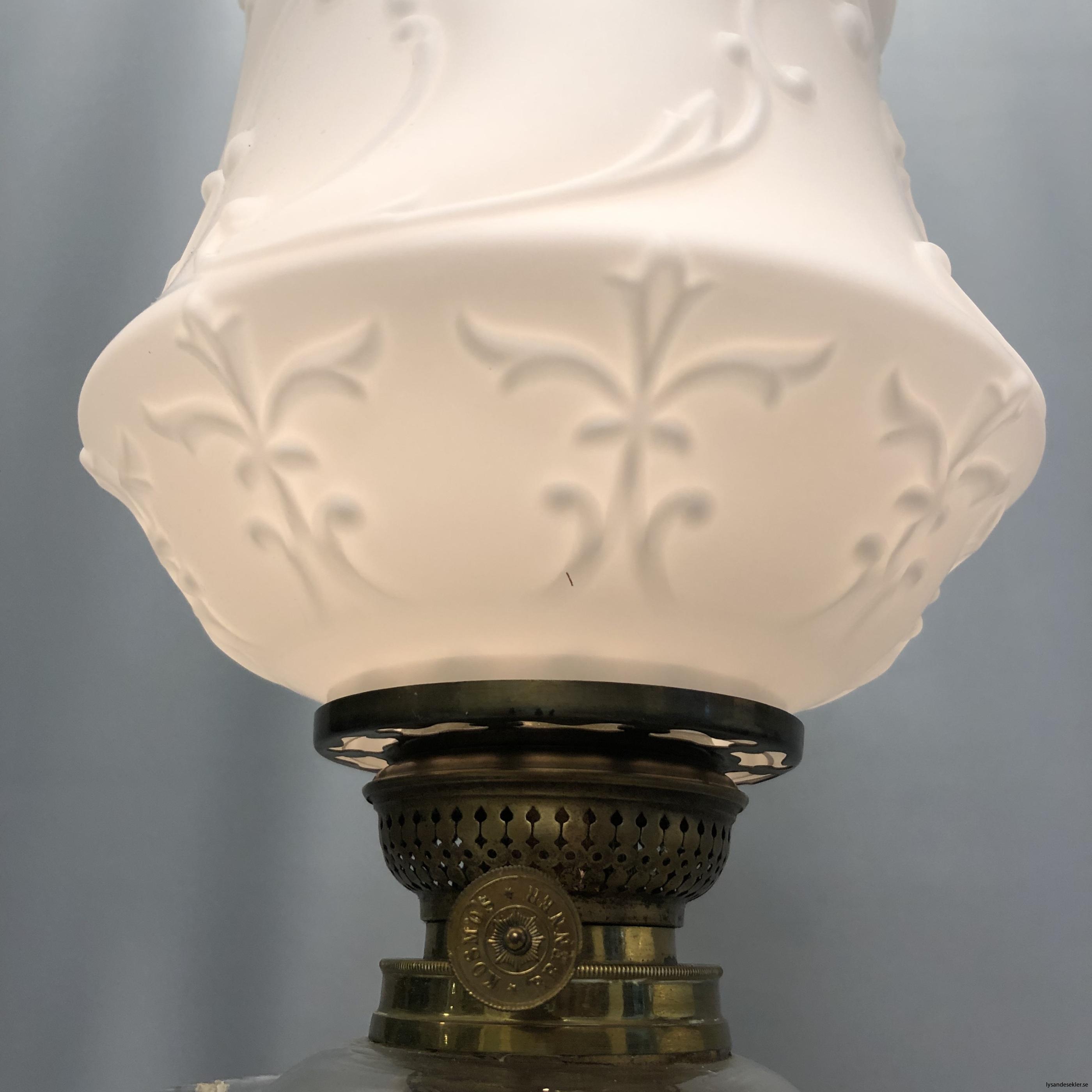 matt vit tulpankupa till fotogenlampa 4