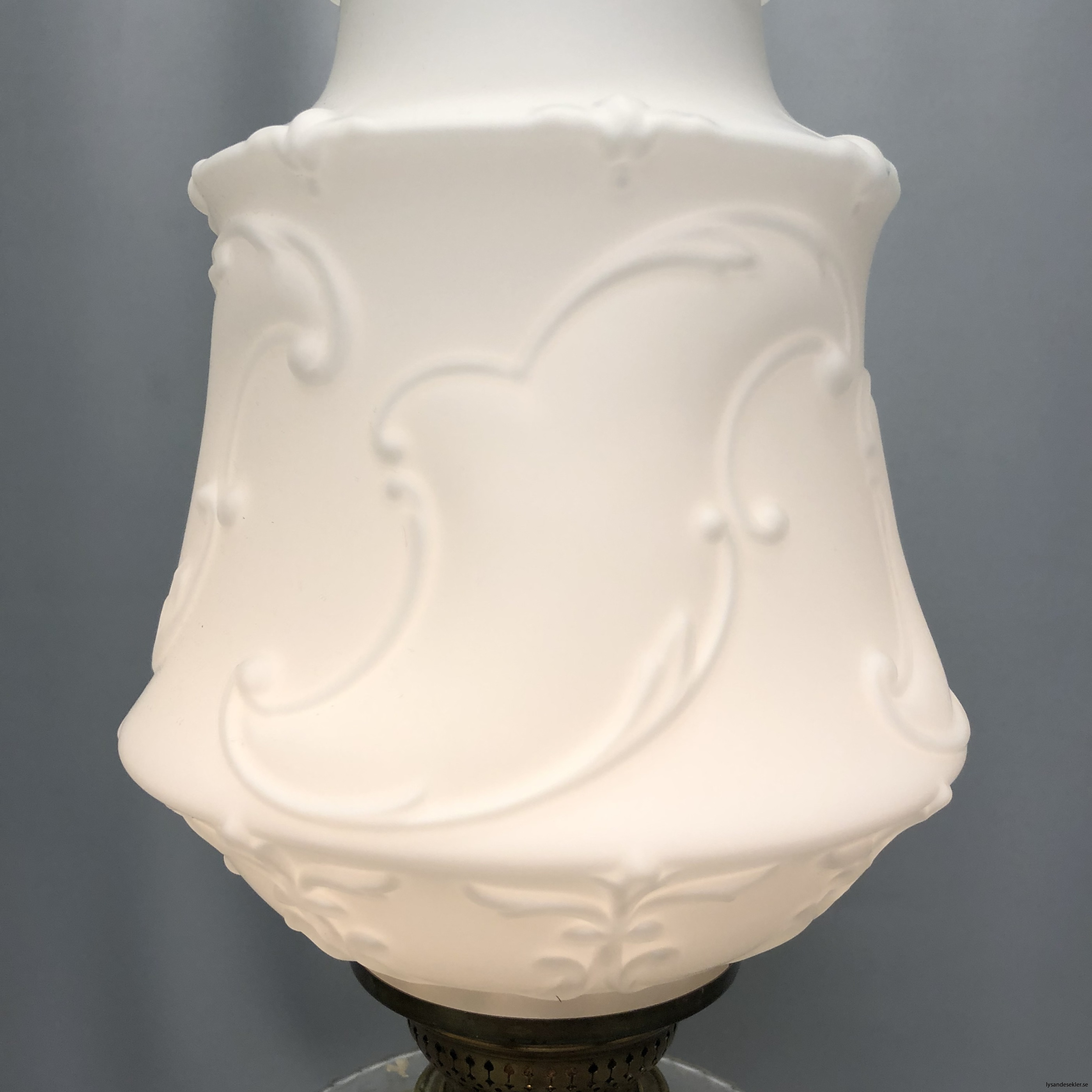 matt vit tulpankupa till fotogenlampa 5