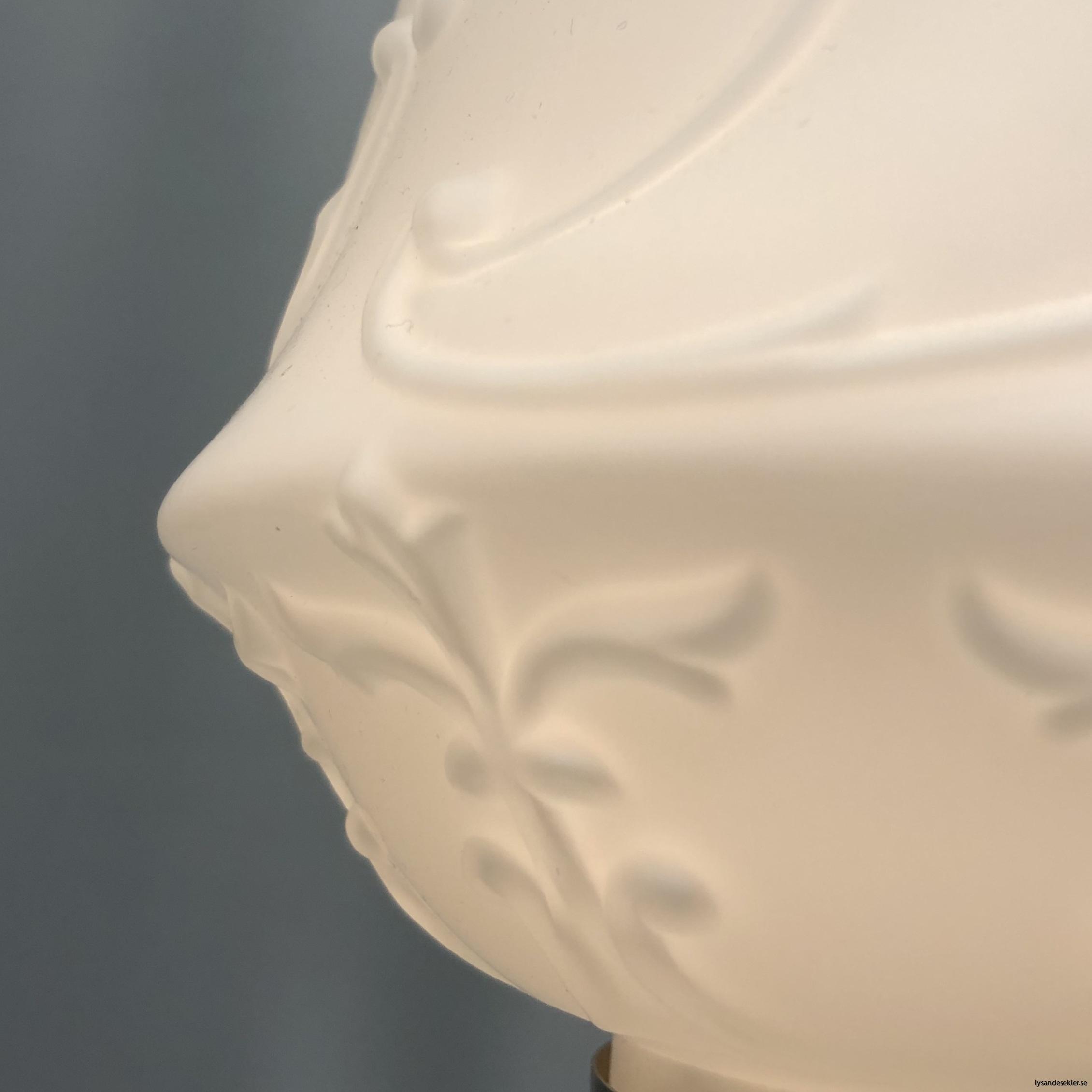 matt vit tulpankupa till fotogenlampa 8