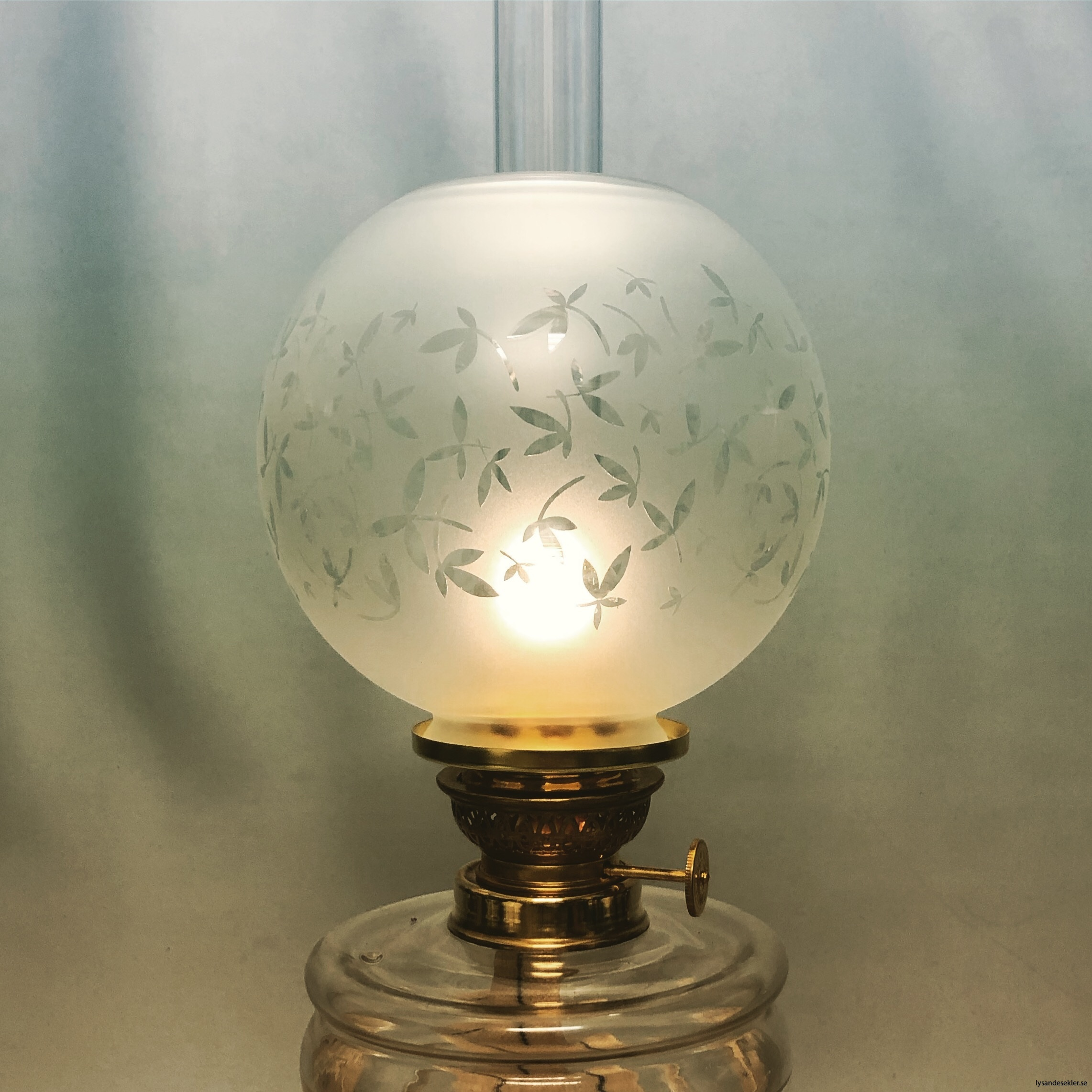 klotkupa liten frostad ornamenterad med blad2