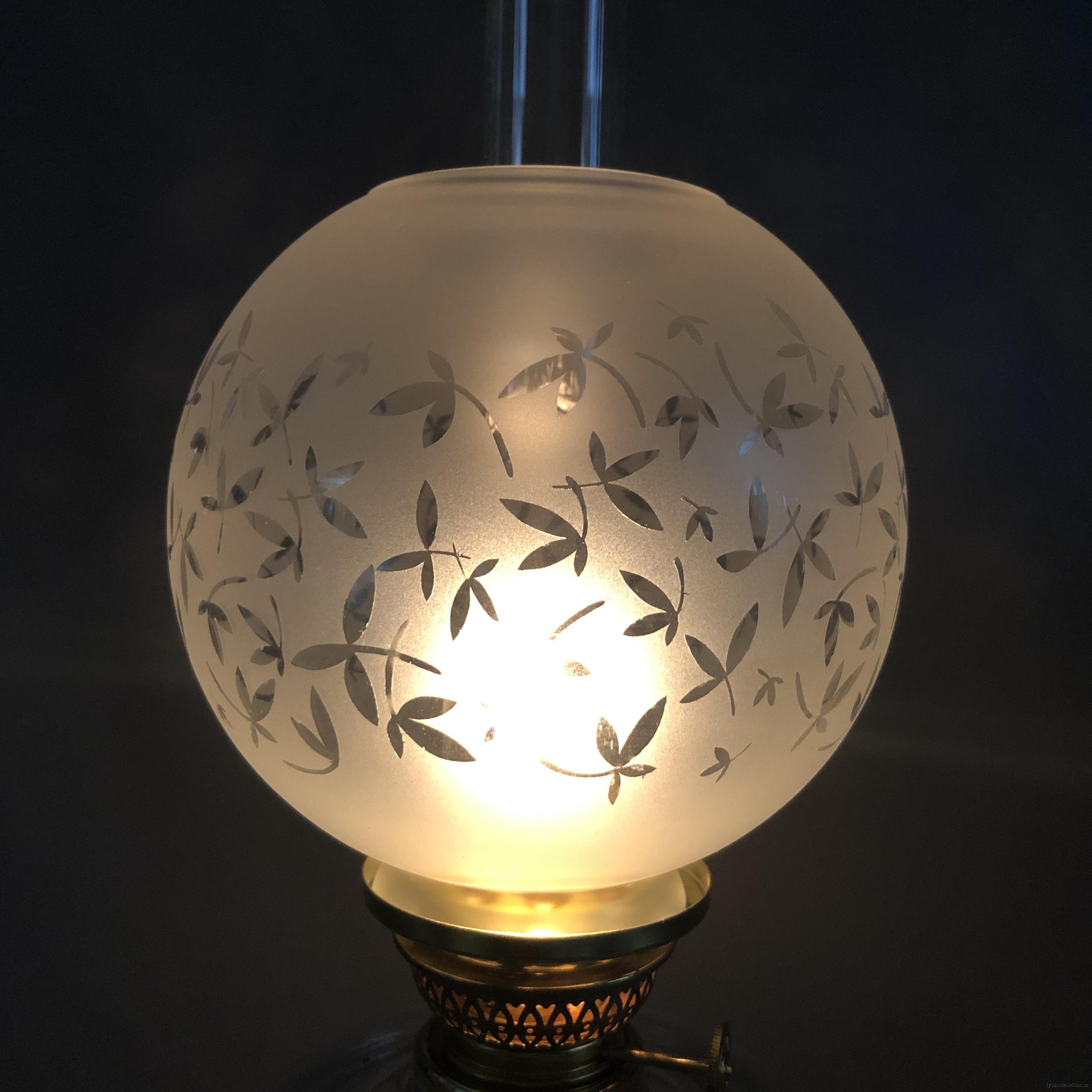 klotkupa liten frostad ornamenterad med blad10