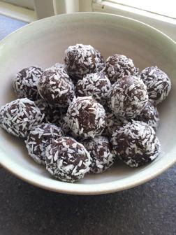 Jättegoda chokladbollar utan vitt socker, glutenfri, raw food