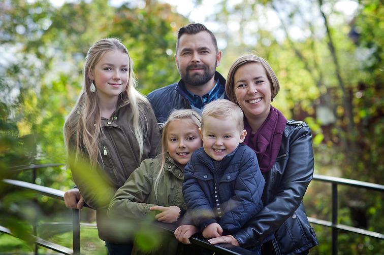 Fotograf Brigitte Grenfeldt, porträttfotograf Stockholm, familjefoto, familjefotograf, barnfotografering, utomhus,