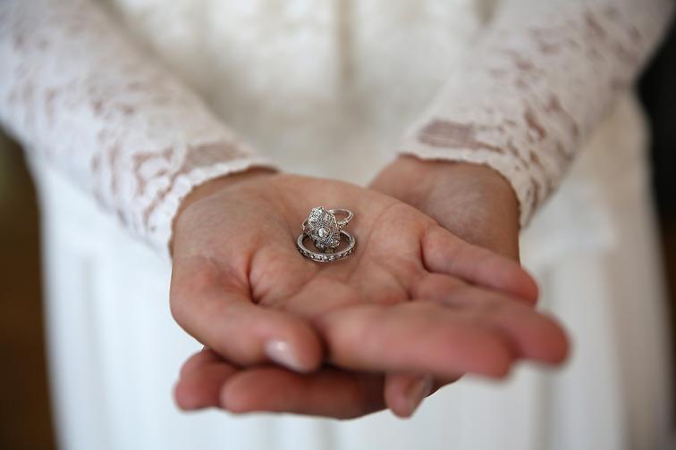 Fotograf Brigitte Grenfeldt, bröllopsfoto, Bröllopsfotograf, wedding, weddingphotograper, weddingring, diamond, vintage, vigselring, förlovningsring, engagement,