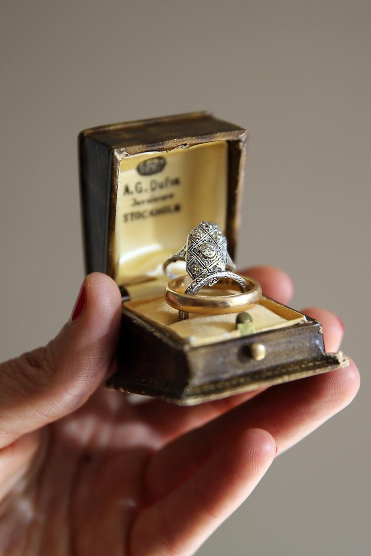 Fotograf Brigitte Grenfeldt, bröllopsfoto, weddingphotographer, weddingring, vigselring, diamonds, vintage, bröllopsreportage, bröllopsfotograf