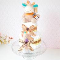 Blöjtårta liten tvåvåningstårta med giraff och skallra från Teddykompaniet