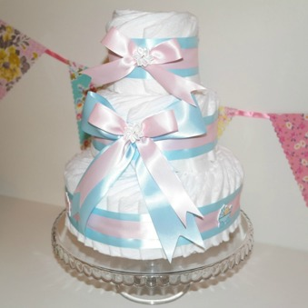 Blöjtårta Rosa/Blå med plats för gåvor - 0- 2 mån Pampers, köparen ska lägga till egen gåva på toppen