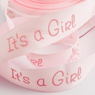 Rosa satinband 25mm med texten It's a girl