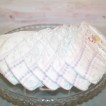 Blöjtårta WHITE med plats för gåvor - 2-5 månader Pampers, den ska ges bort utan gåva på toppen