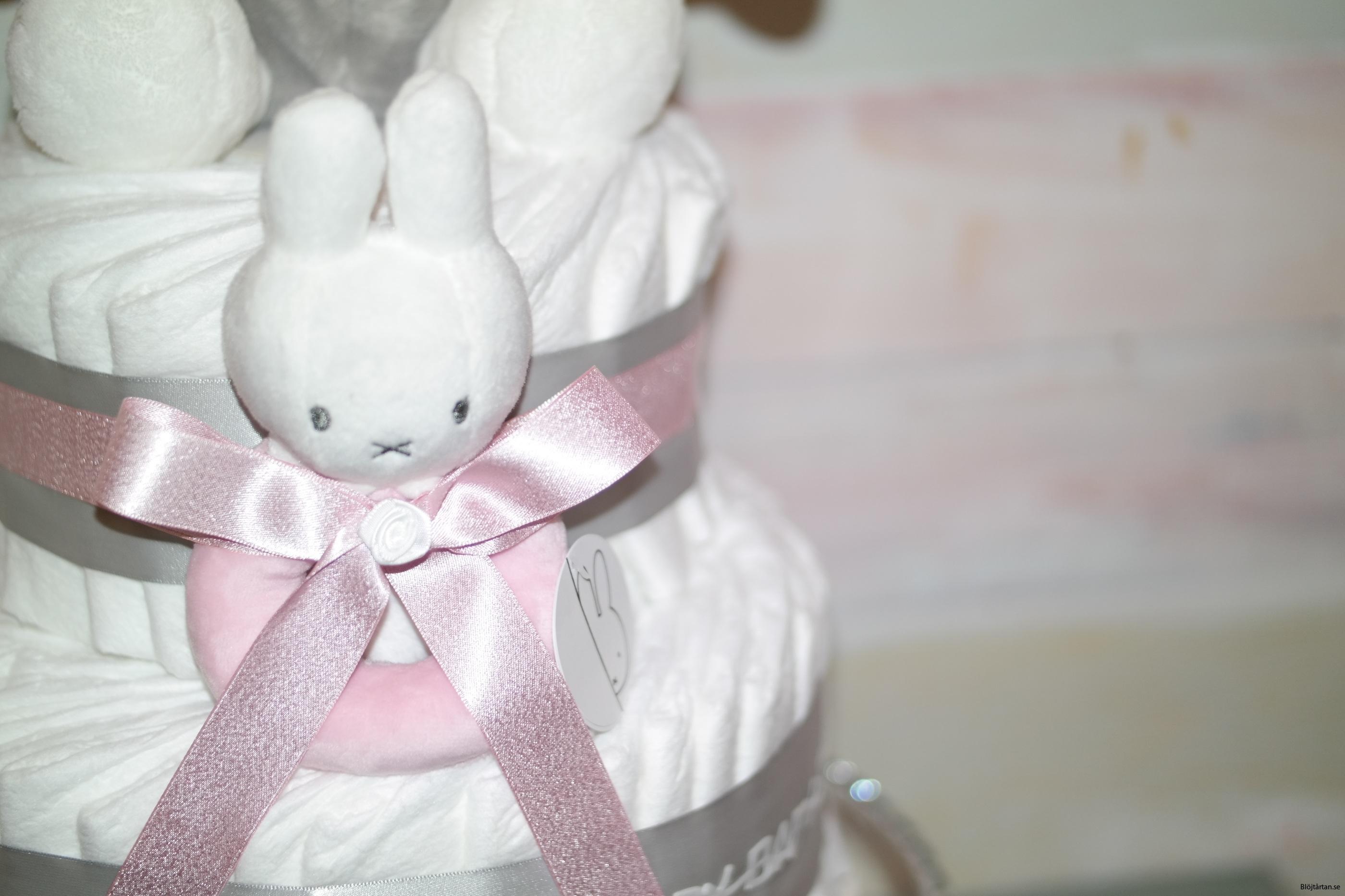 Blöjtårta Miffy med nalle och skallra, rosa
