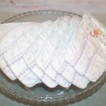 Blöjtårta vit/silver med nalle, dregglis och nappflaska - 2-5 månader Pampers baby dry stl 3