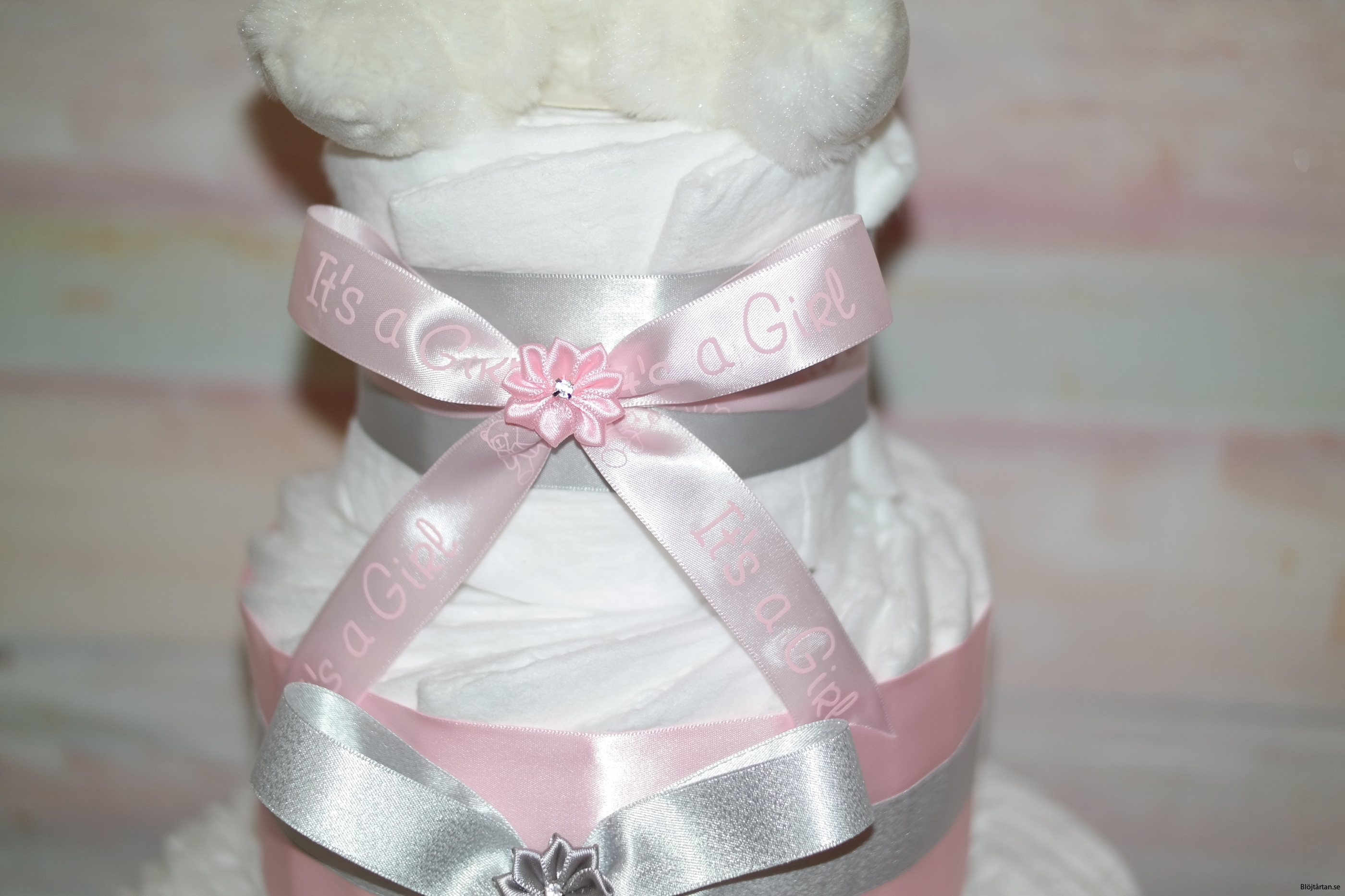 Rosa silver blöjtårta med gosig kanin