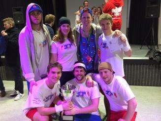 Övre raden från vänster: Melkan, Emmeli, Tommy och Ted. Nedre raden från vänster: Niklas, Nils och Glenn