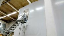 En dragkedjadörr applicerad för att ge tillträde för infästning av lyftdon (50 ton)