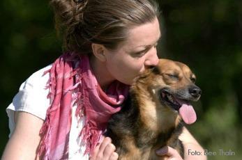 Linda Atmer startade HundTänk 2007 och har lång erfarenhet av att hålla i  hundkurser och att rådge ägare som har problem med sin hund.