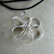 Halsbands smycke blomma (n+ñrbild)