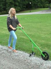 Hjulhackan rensa enkelt bort ogräs från grusgångar